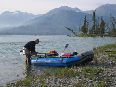 Finishing off loading the raft so that we can start off into our morning ride thru Skilak Lake.